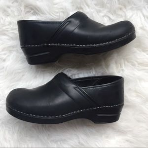Dansko classic clack leather clog size 40